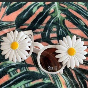 Sliding Daisy Sam Edelman sunglasses